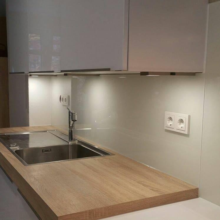 Quarzstein Küche weiss mit Holzelement - Küchenstudio Raab Stuttgart Referenzen 3