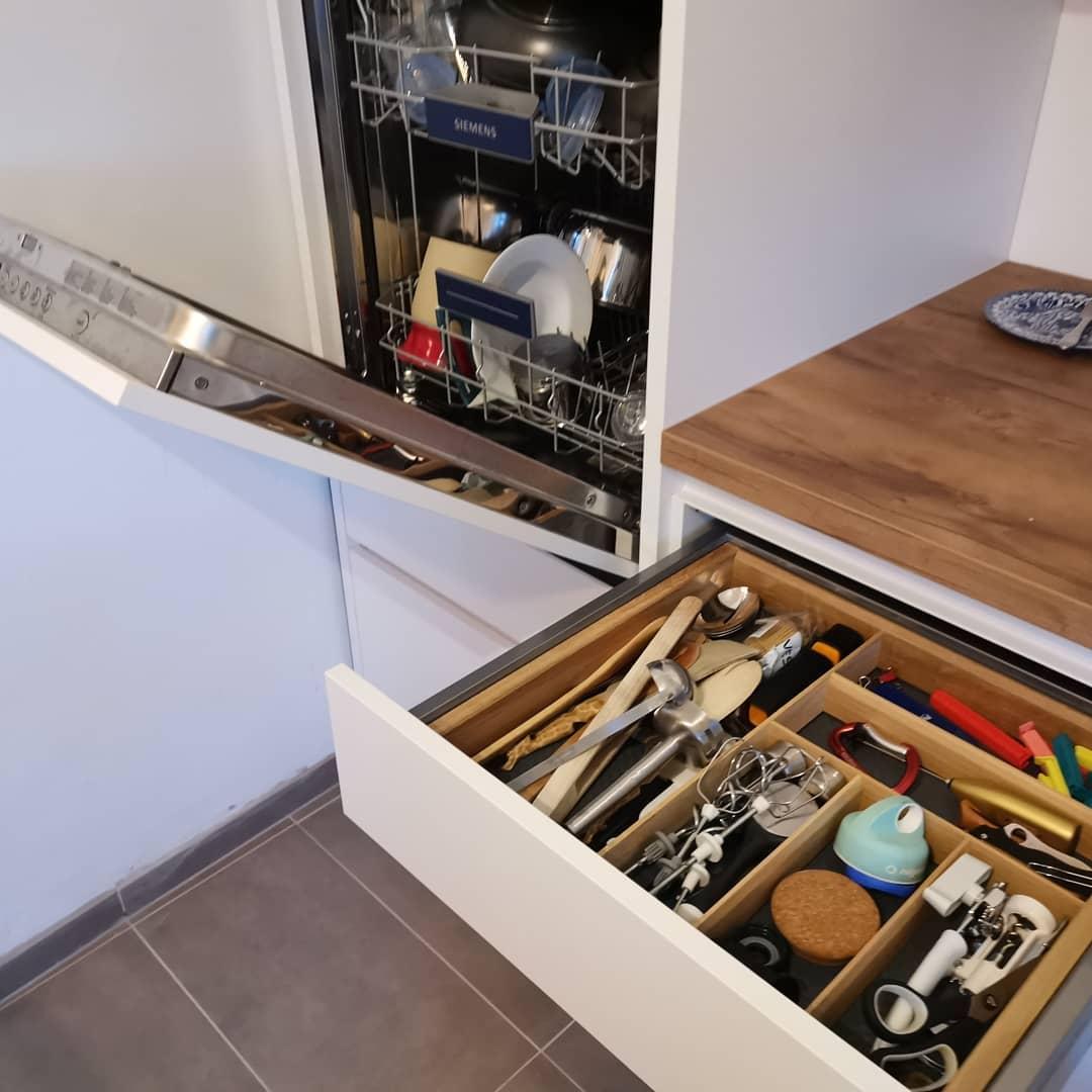 Altbau Küche weiss Bora Kochfeld Quooker Kochwasserhahn - Küchenstudio Raab Stuttgart Referenzen 7